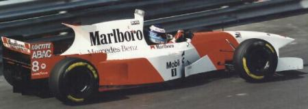 MP4/10 com Mika Hakkinen ao volante.