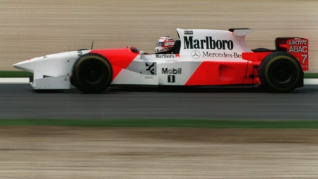 MP4/10 com Nigel Mansell a bordo.