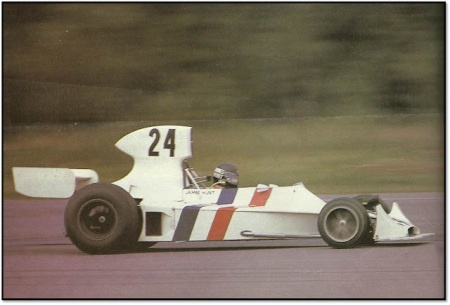 O Hesketh 308 correndo.