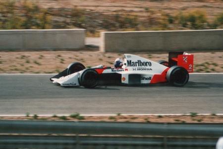 Alain Prost, conduzindo o elegante e poderoso MP4/5 de 1989.