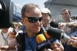 Barrichello: perambulando por Interlagos, e conversando com a Caterham.