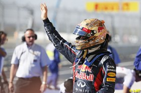 Vettel e seu capacete inspirado nos vaqueiros do Texas, a caminho do tri.