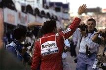 Senna em Suzuka acenando para a torcida. Sua melhor temporada foi em 1993?